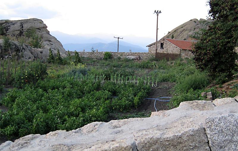 Манастир Трескавец: зеленчуковата градина