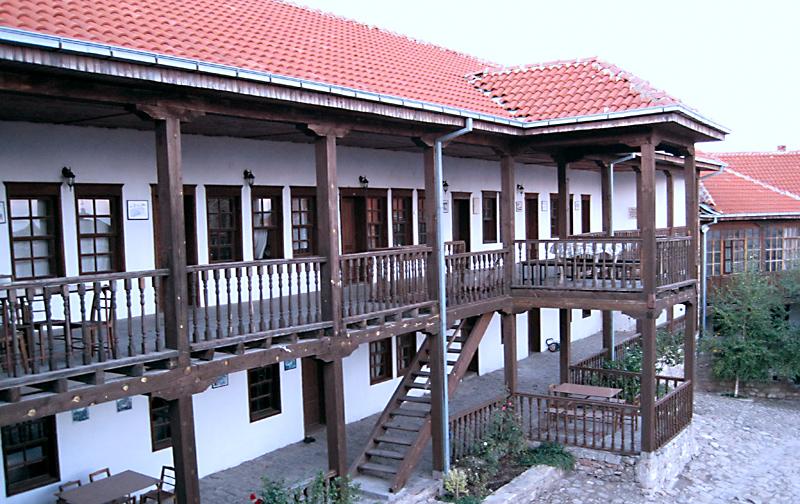 Манастирските сгради