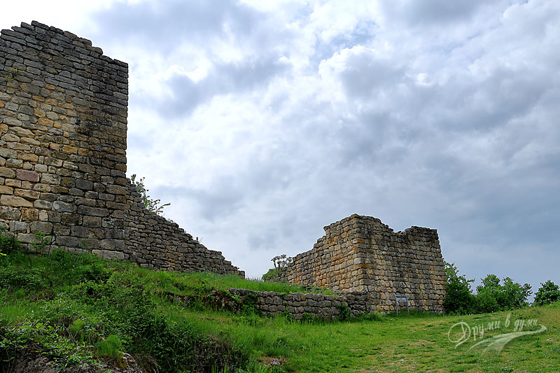 Източната порта на крепостта Червен