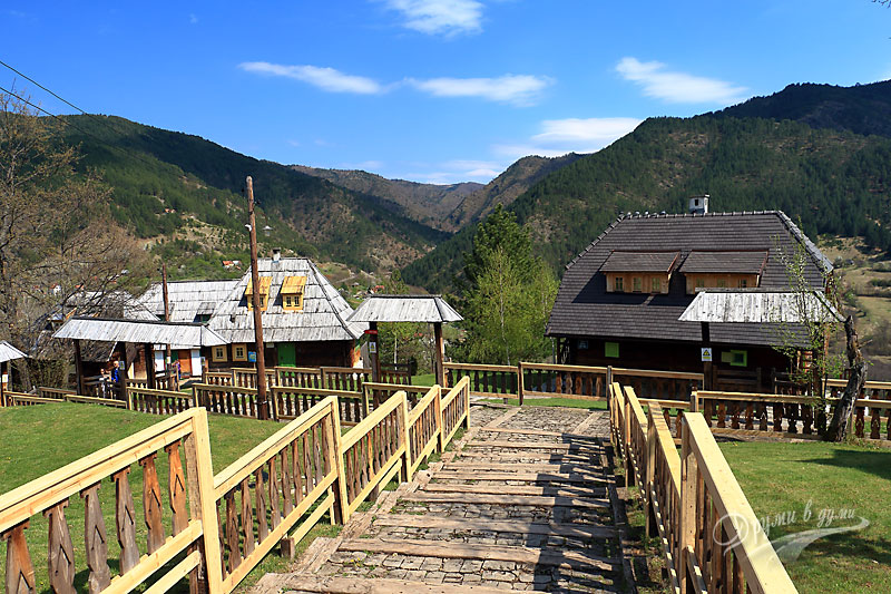 Дървеният град и хълмовете
