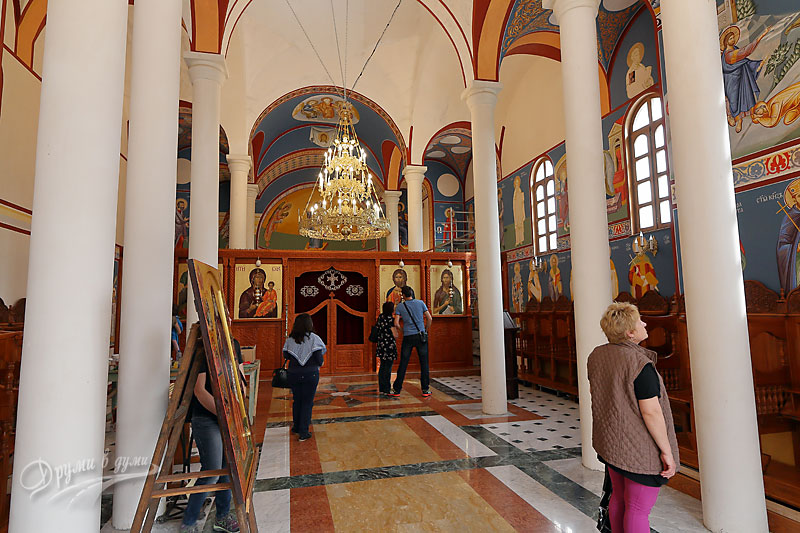 Басарбовски скален манастир: в новия храм