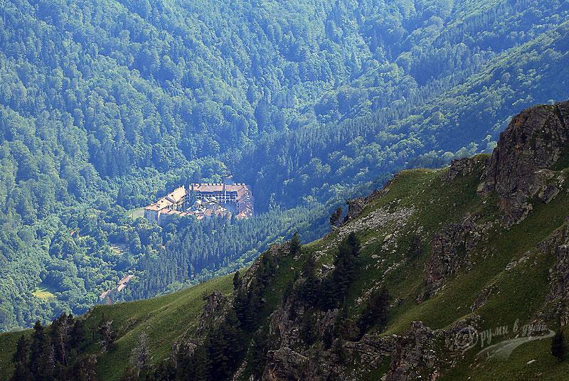Поглед към Рилския манастир от Мальовишкото било