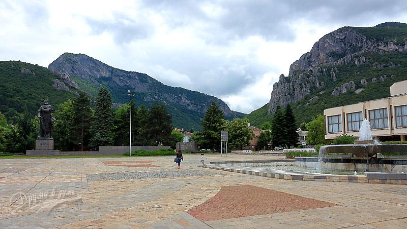 Централният площад във Враца