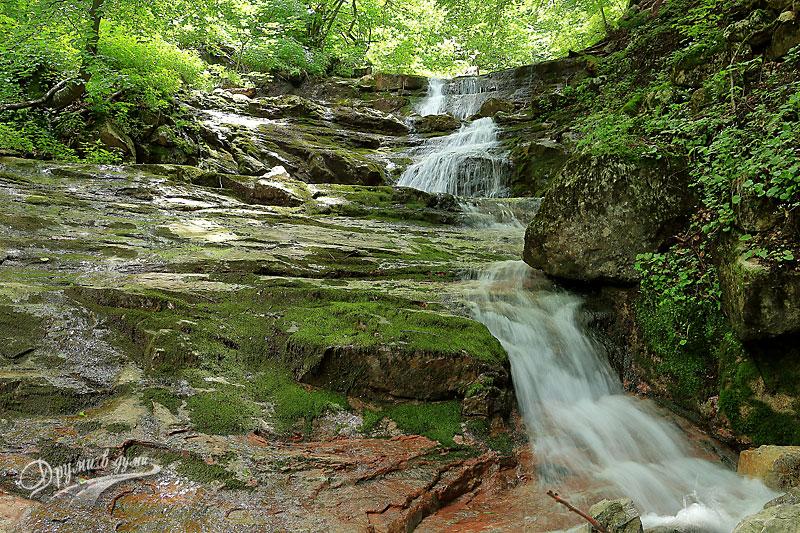 Водопадите на река Лева по екопътека Боров камък