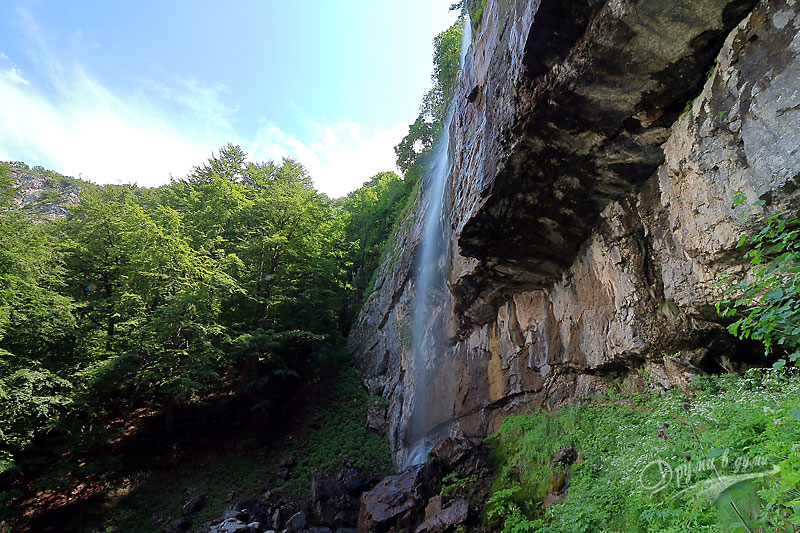 Водопад Боров камък: от другата страна
