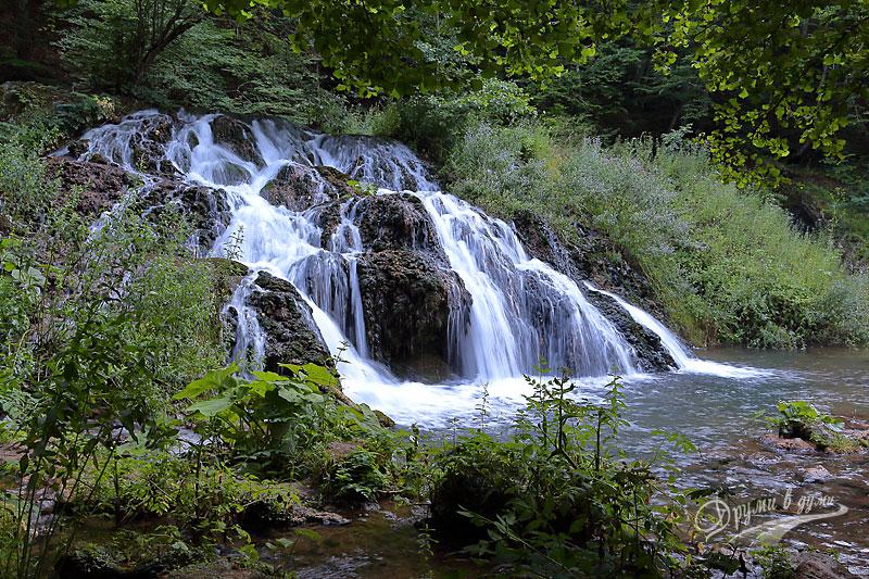 Водопад Докузак: мощен и с красив рисунък
