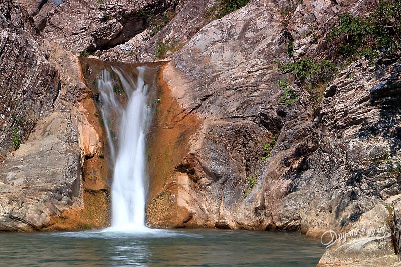 Водопад Сини вир от близо