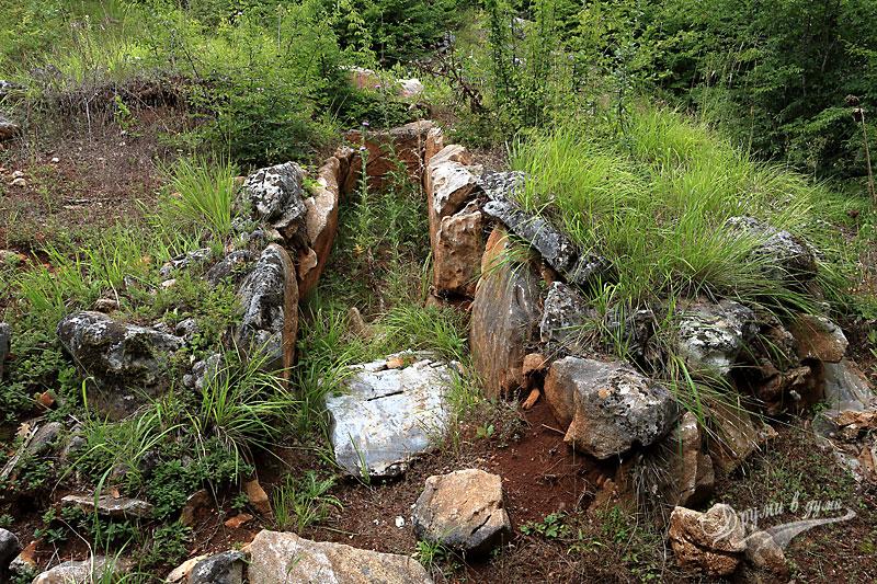 Могилен некропол в местността Пропада