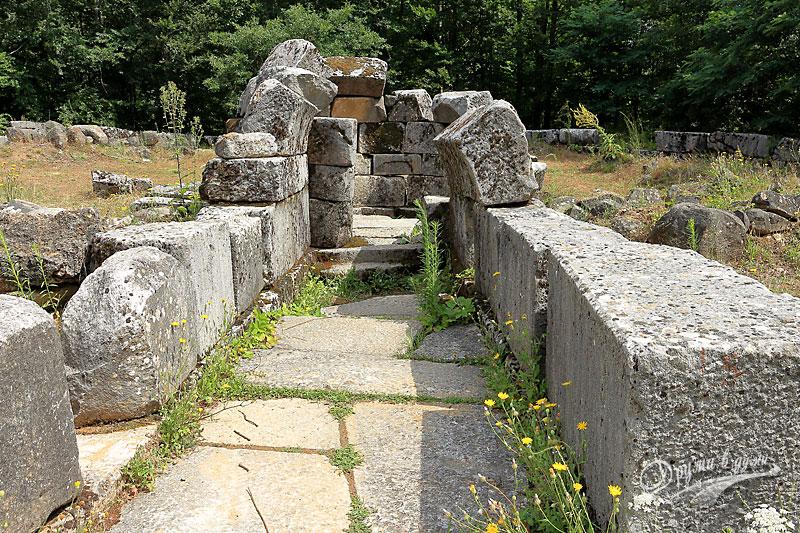 Thracian tomb in Mishkova niva