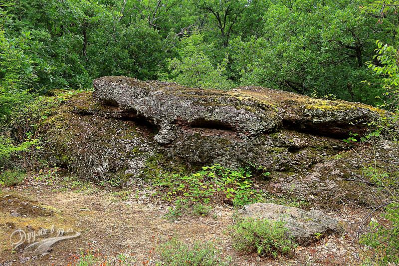 Тракийско светилище Камъка: скалата-жертвеник