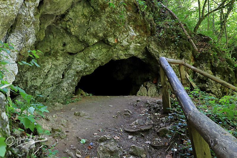Една от пещерите