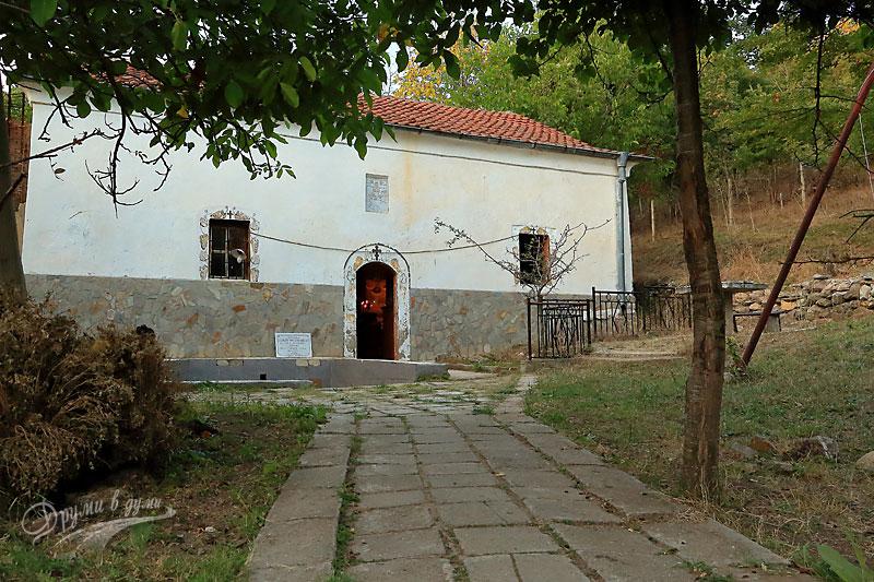 Голямобуковски манастир Св. Животоприемен източник: църквата