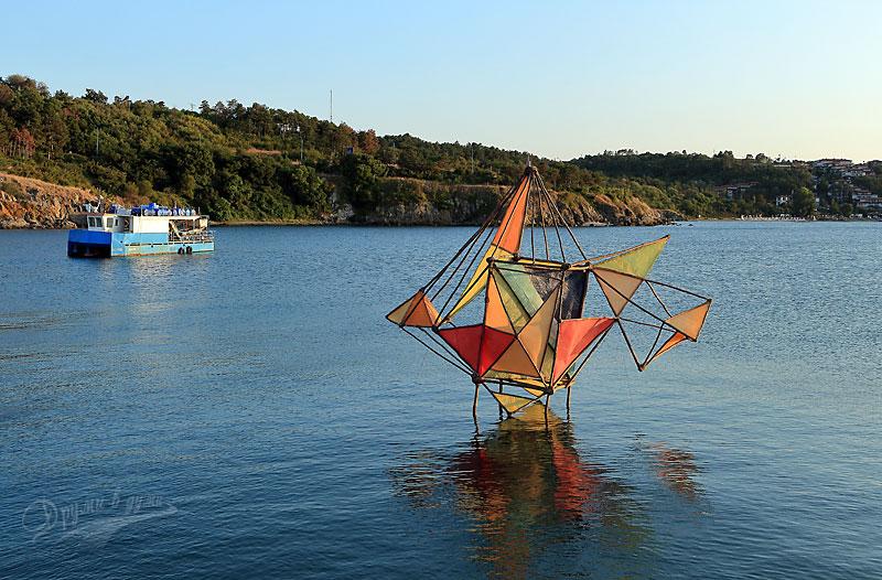 Созопол и 4 скулптори, забити в морето