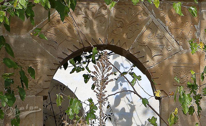 Входът на църквата