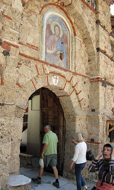 Главната порта на манастира