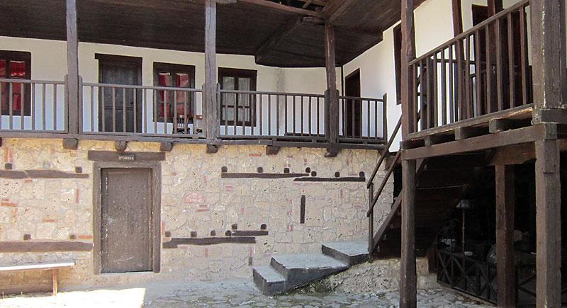 В манастира