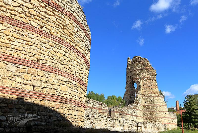 Крепостта Кастра Мартис в Кула: южната стена с входа