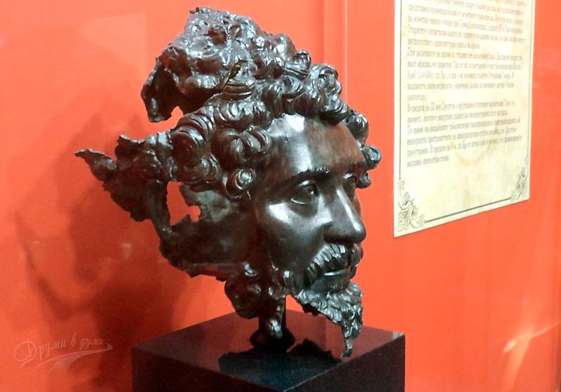 Уникалната бронзова глава от музея в Деултум