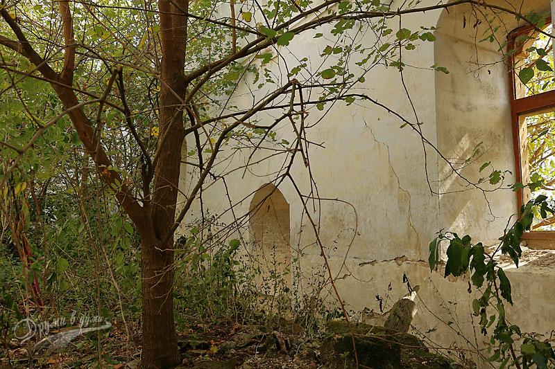 Около църквата