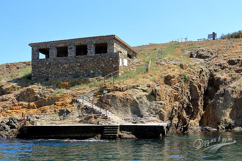 Остров Свети Иван: заслонът при северния пристан