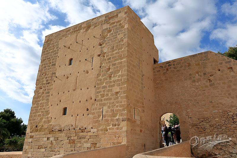 Замъкът Санта Барбара