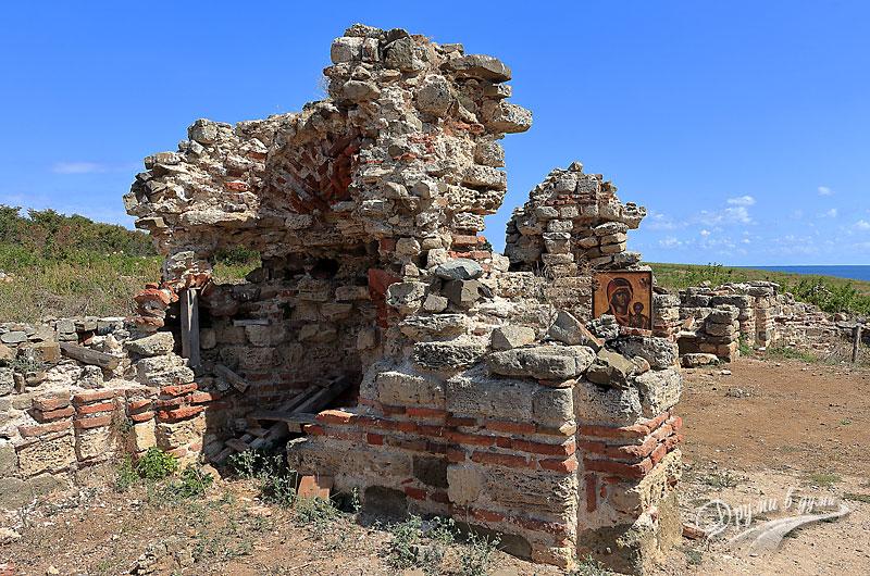 Остров Свети Иван: манастирът
