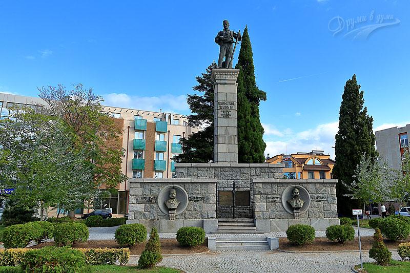 Паметникът на Хаджи Димитър