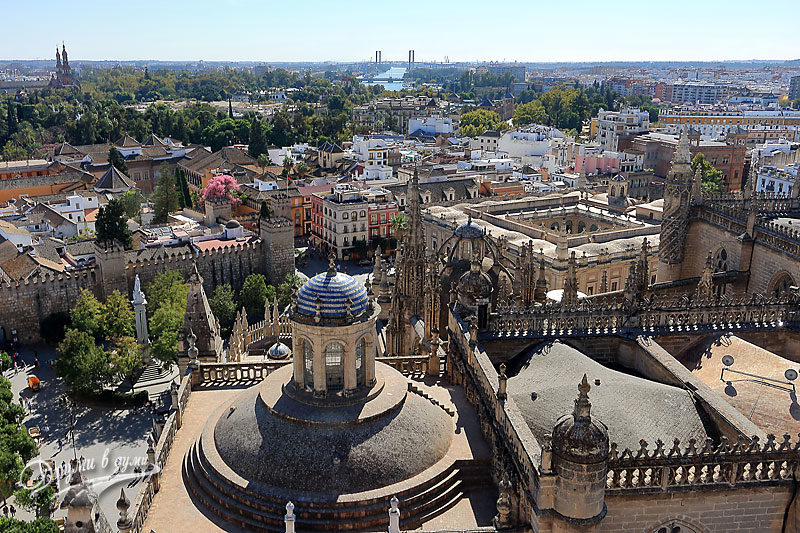 Катедралата в Севиля: гледка от кулата Хиралда