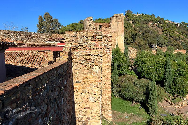 Малага: замъкът Алказаба - поглед към Гибралфаро горе на хълма