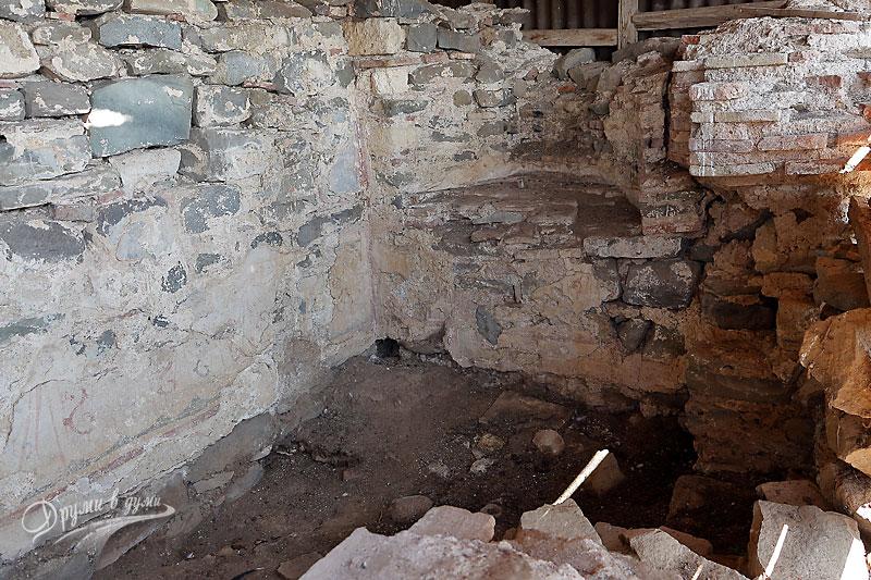 Остров Свети Иван: олтарът с реликвария