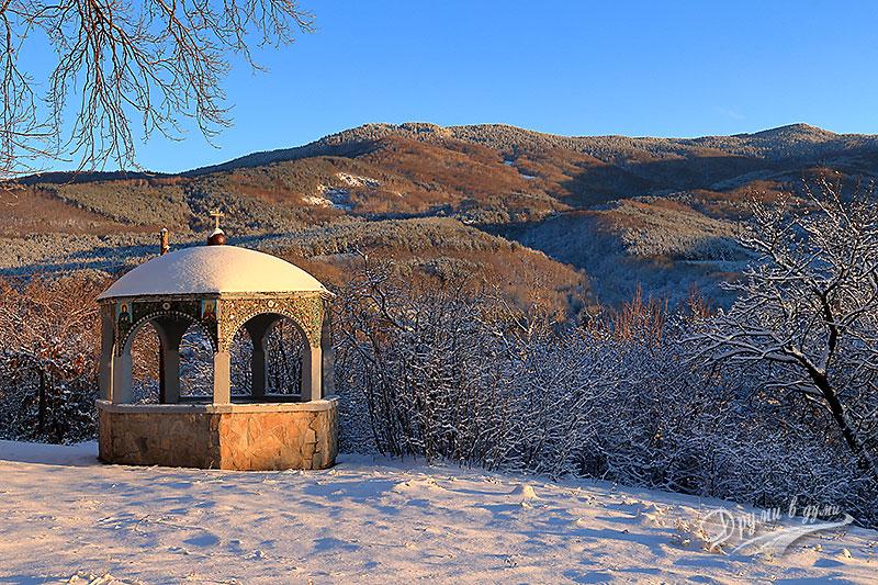 Владайски манастир - поглед към Витоша