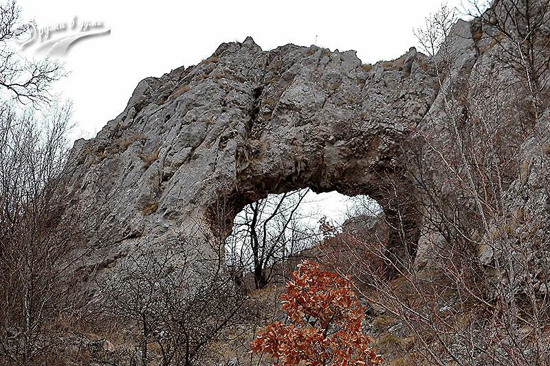 Скалната арка край с. Беренде