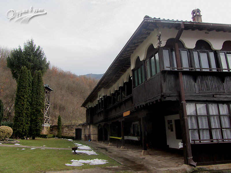 В Темския манастир