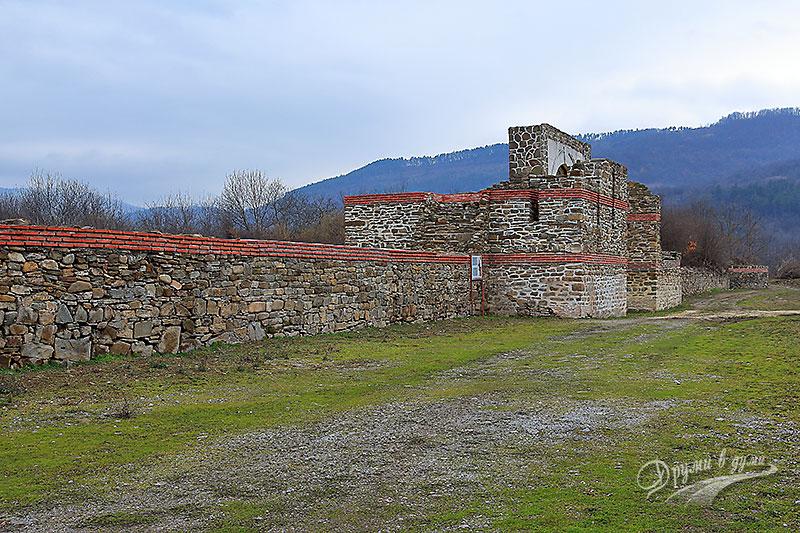 Крепост Состра: Източната стена и порта
