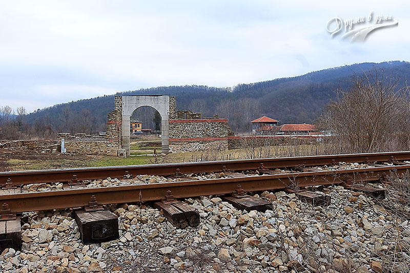 ЖП линията през крепостта Сосотра
