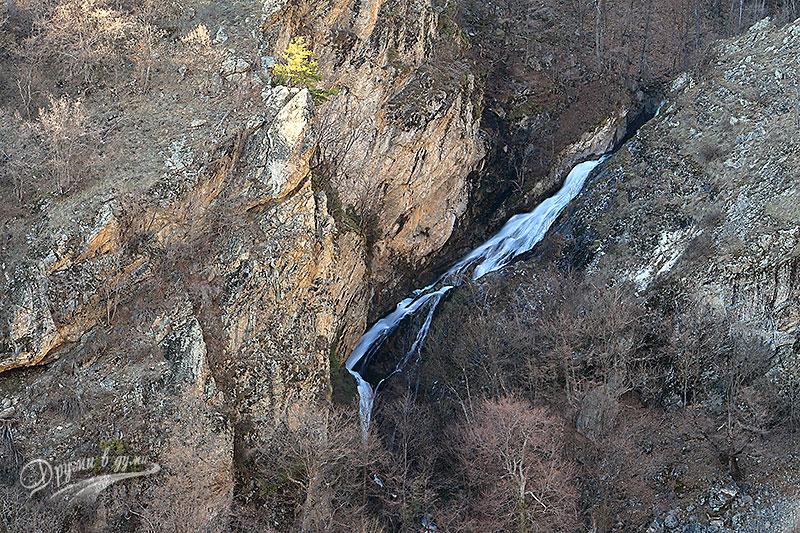Един от водопадите, които видяхме отдалеч