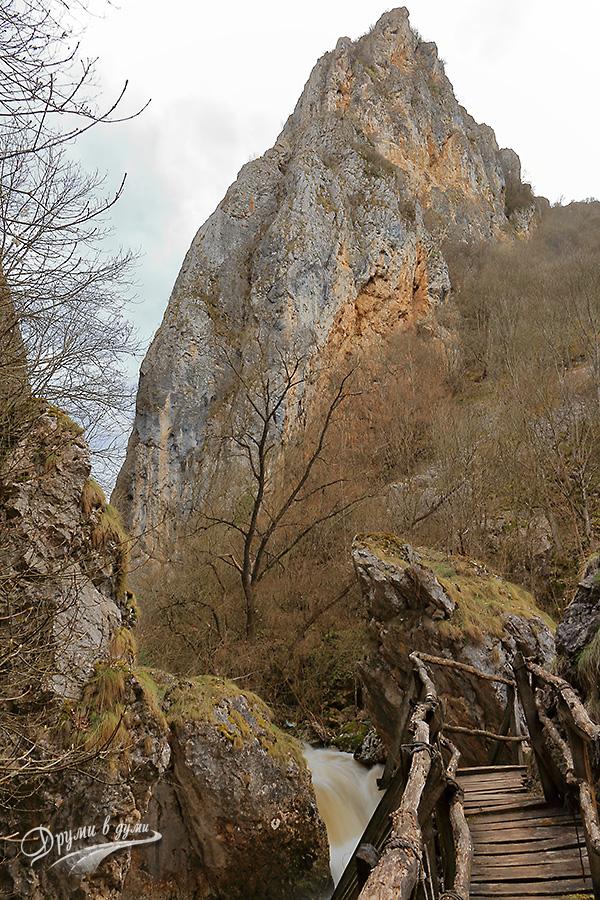 Ждрелото на река Ерма - мостчето в тясната част