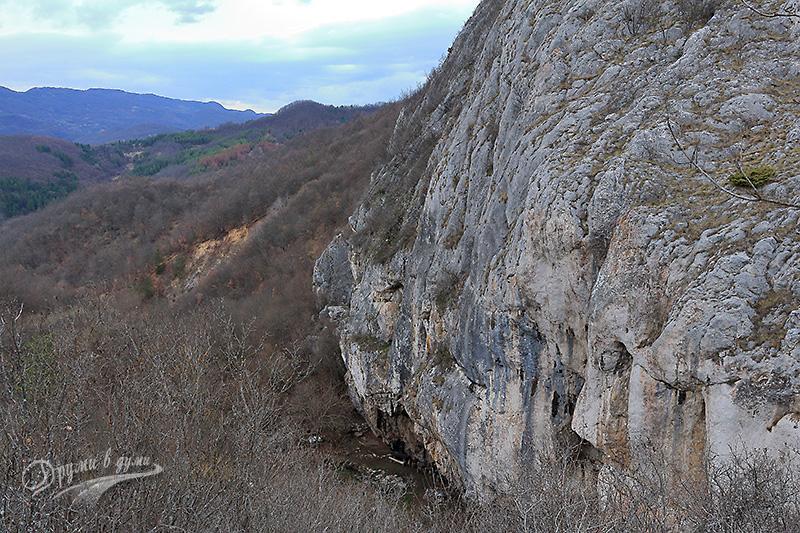 Високите скали край Врабчанския водопад
