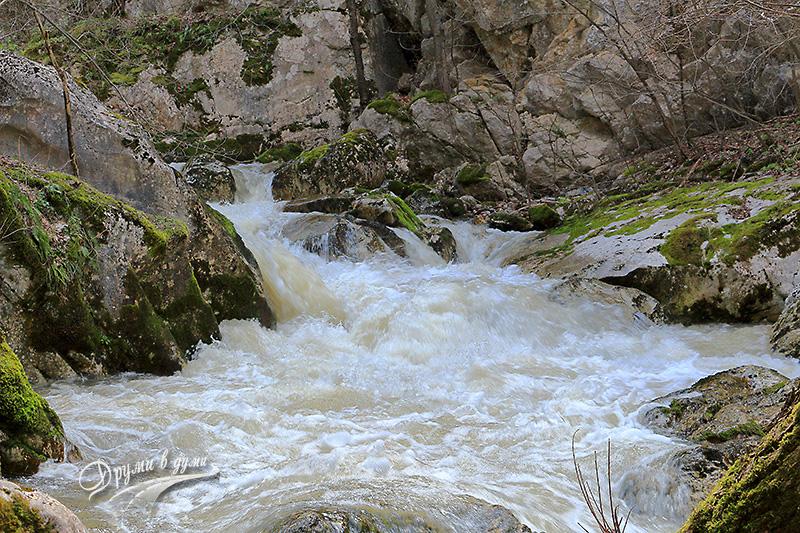 В Ябланишкото ждрело - бързей на река Ябланица