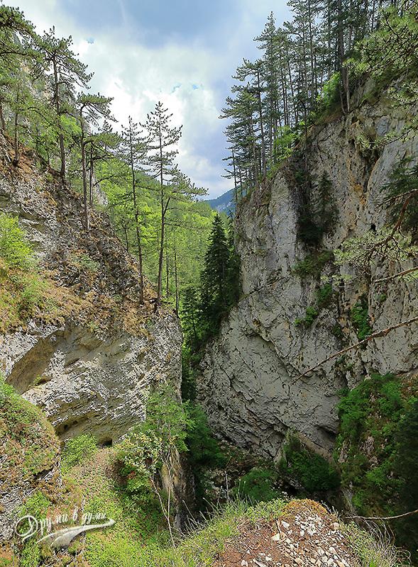 Дяволската пътека - поглед от високо преди спускането по стълбите