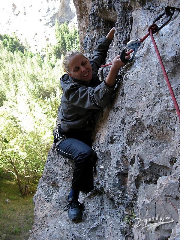Харамийската пещера: не е лесно да стигнеш до входа й