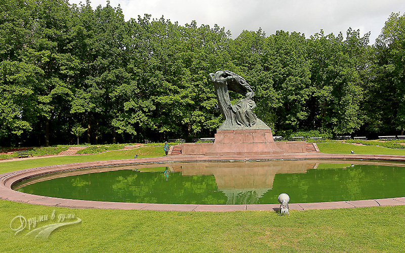 Lazienki Park: the Chopin monument