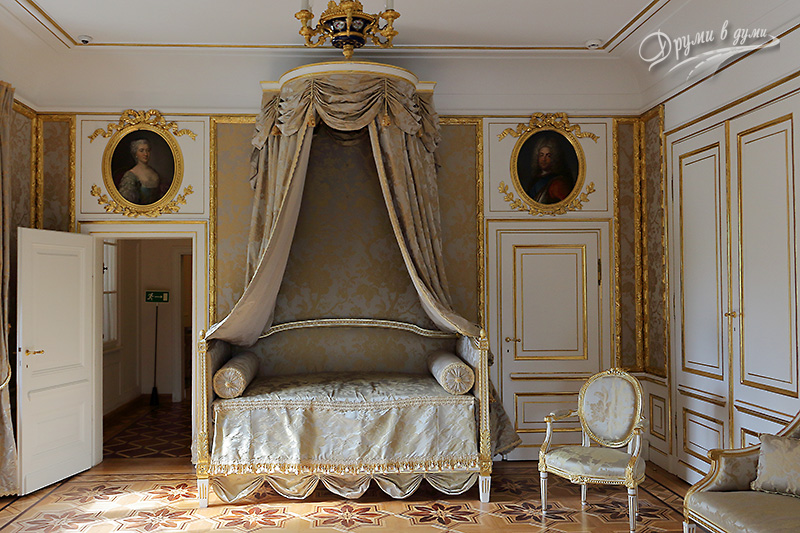 Lazienki Park: one of the kings' bedroom in the Palace on the Isle