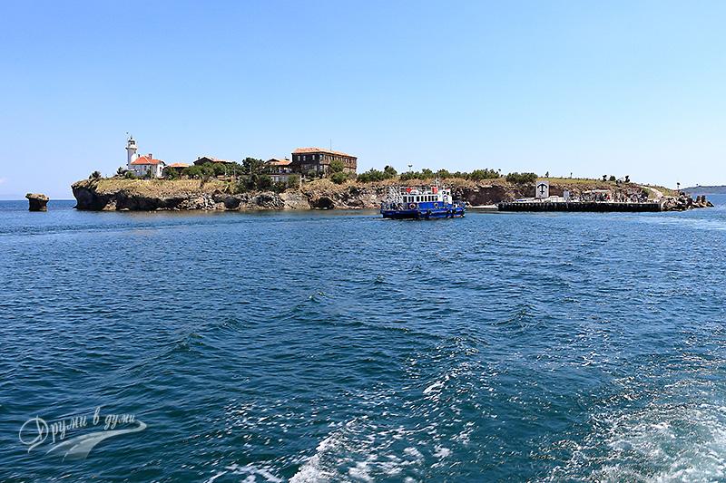 Остров Света Анастасия в далечината