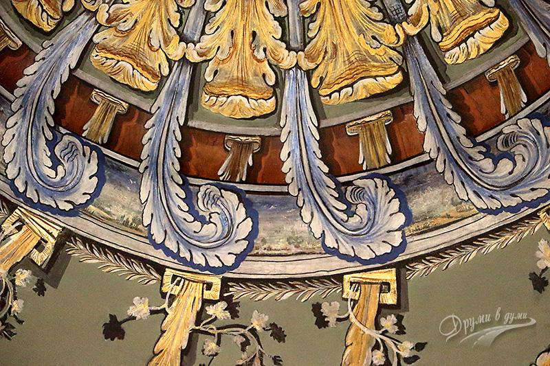 Музей на религиите: розетка на тавана - фрагмент