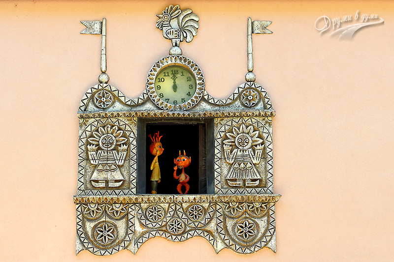 The Puppet Theater Clock