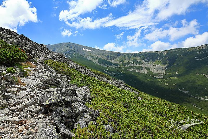 Поглед назад към връх Дено - най-сетне без мъгла