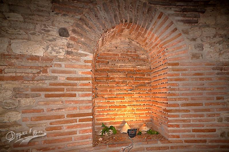 Тракийска гробница край Поморие: ниша