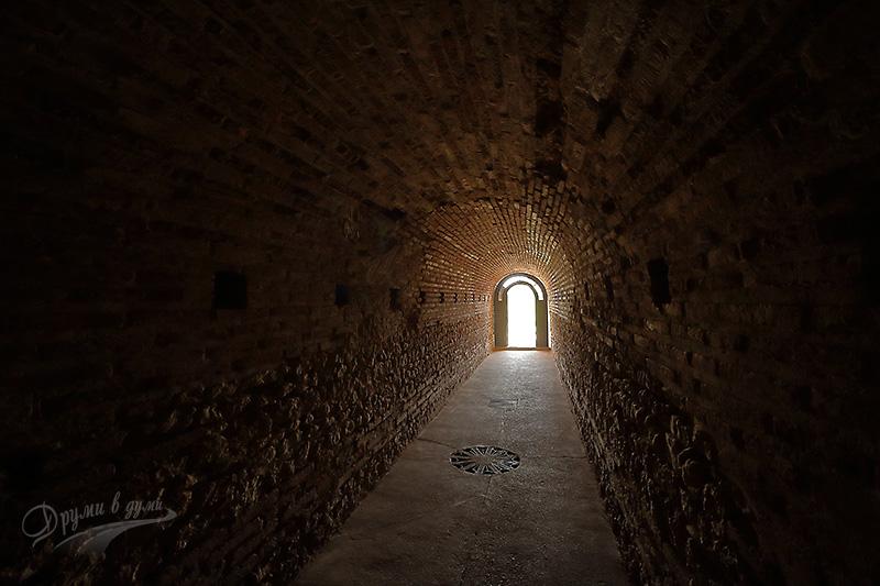 Тракийска гробница край Поморие: към изхода