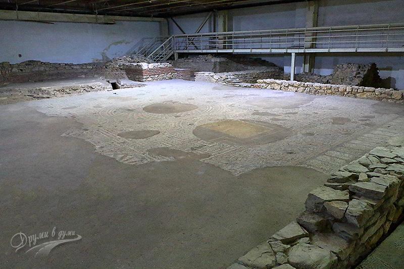 Антични мозайки от обществена сграда